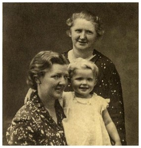 Margrethe Møller, Kirstine Kjærgård og Astrid, 1937
